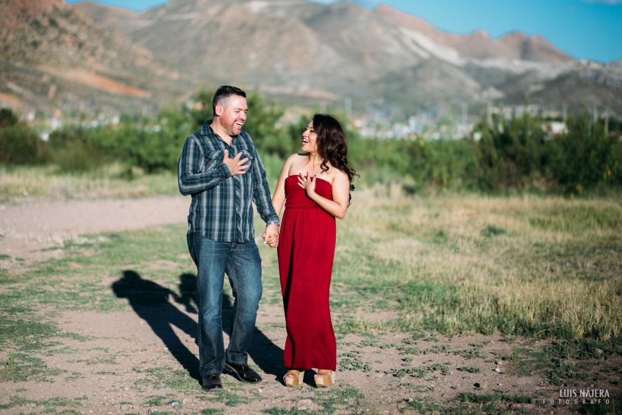 sesión casual, fotografo de bodas chihuahua, novios, compromiso, quintas carolinas, carretera, ruinas, naturaleza, photography