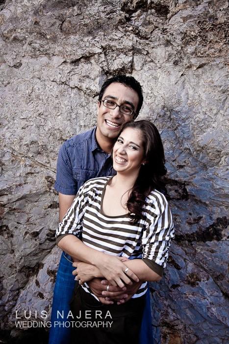 foto donde se ven muy felices por su próximo matrimonio