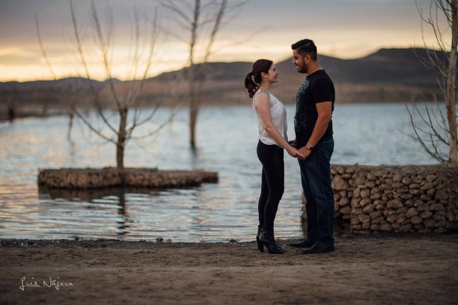 fotografo, chihuahua, mexico, novios, boda, fotografía, e-session, sesion de compromiso, sesión casual, centro chihuahua, atardecer, rojo, silueta
