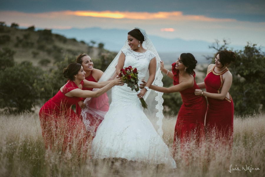 Boda, wedding, sesión fotográfica, wedding photography, chihuahua, photographer, fotógrafo de bodas, country, campo, thrash the dress, ensucia el bestido, strobist