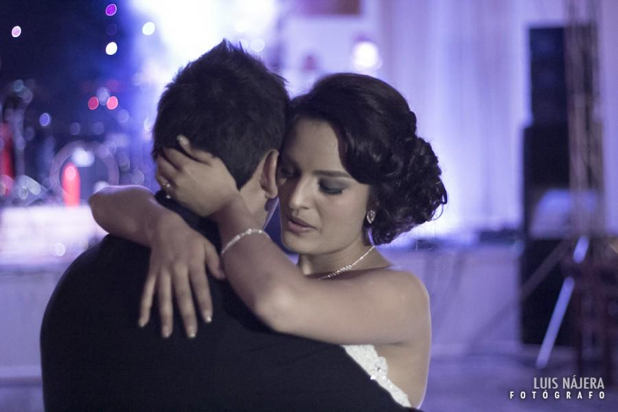 sesion fotografica de bodas, Chihuahua, profesional, fotografo, palacio de gobierno, Erika y Fernando