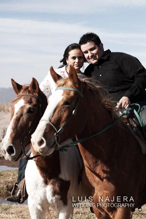 pareja a caballo en fotografía profesional