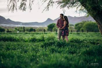 fotográfo de chihuahua, de bodas, casuales, profesional, campo, verde, parejas novios, novia, casarse, fotografía, cámara