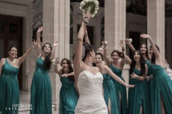 sesión fotográfica de bodas, Chihuahua, profesional, fotógrafo, palacio de gobierno, Erika y Fernando