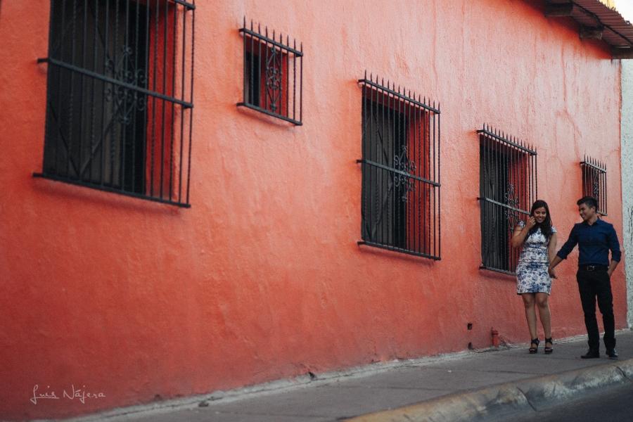 Chihuahua, fotógrafo, e-session, sesion de compromiso, novios, pareja, centro, café cortéz, profesional fotógrafo chihuahua